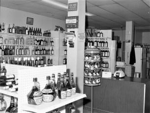 Red Hook Liquor Store 1976 (2)