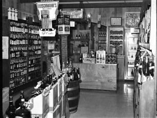 Dino's Dept & Liquor Store Tivoli 1977 (2)