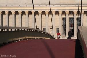 Passerelle du Palais et la façade du Palais de Justice