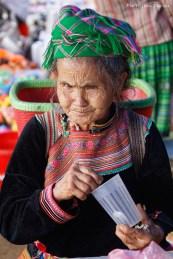 Vieille dame au marché d'un village, vers Lao Cai, 24 Octobre 2016
