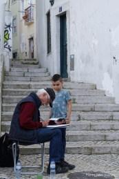 Peintre dans Alfama, Lisbonne, Avril 2017