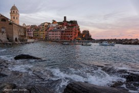 La marina de Vernazza au couchant