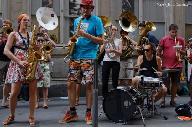 Big band dans les rues
