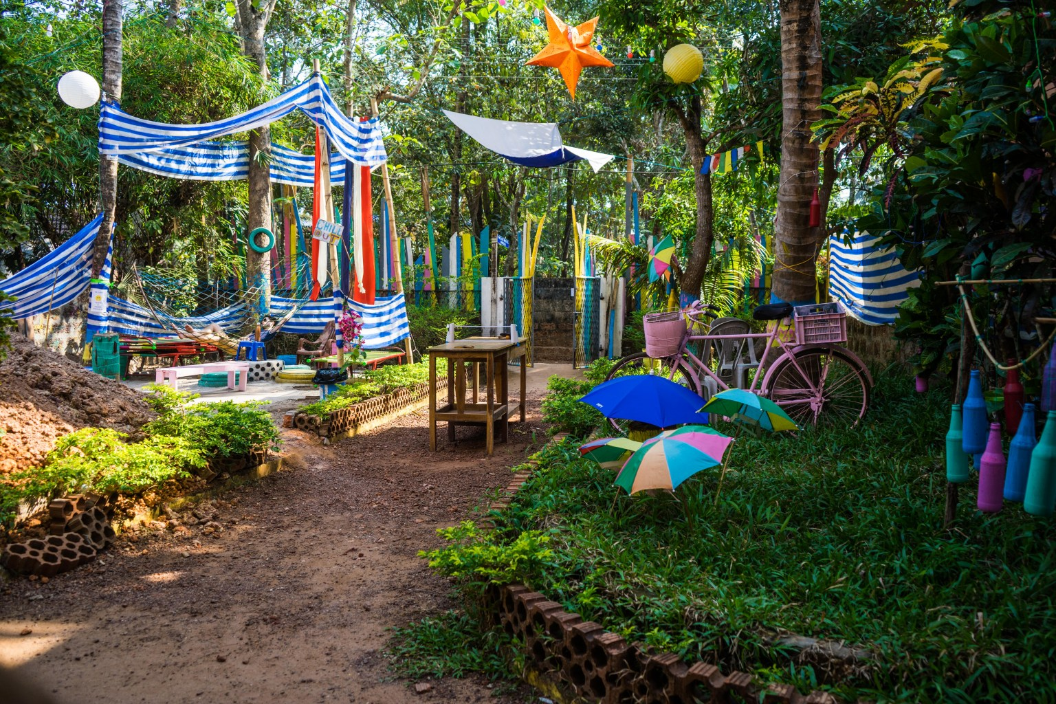 The laid back garden of the Lost Hostel in Varkala