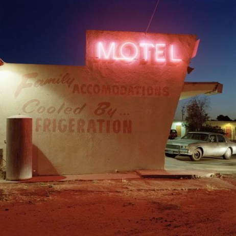 Jeff Brouws, Motel Drive, Fresno, California. Approaching Nowhere: The Highway Landscape, 1991 Color Photograph 97 x 97 cm © Courtesy Galeria Toni Tàpies, Barcelona