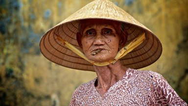 """Photographer of the Day: Steve Lavelle """"Vietnamese Lady"""""""