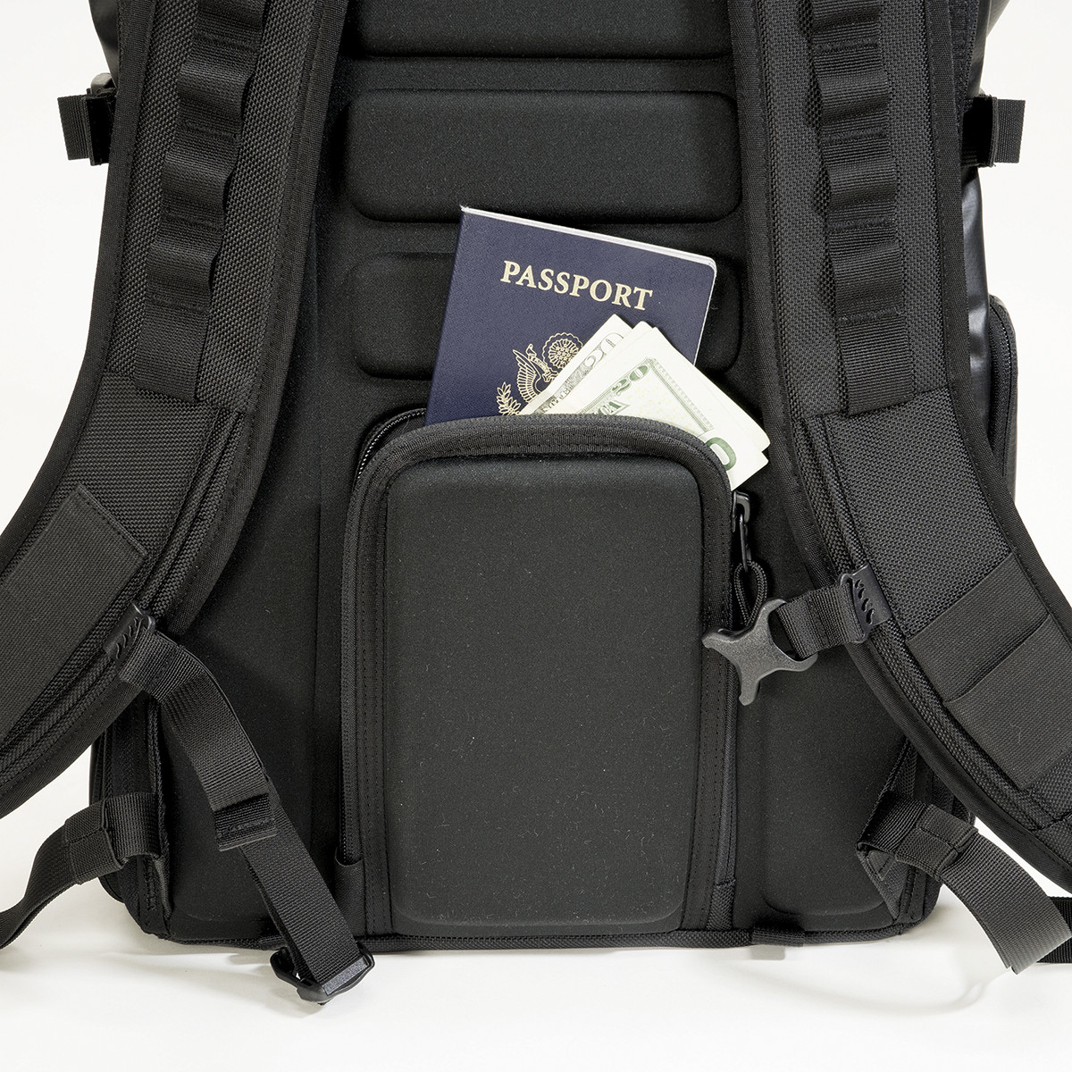 Passport_Pocket_Square_fc149172-da1a-4438-9aba-ec0356ccae32