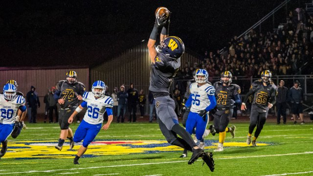 Photographing high school football with the Olympus OM-D E-M1 Mark II, part three