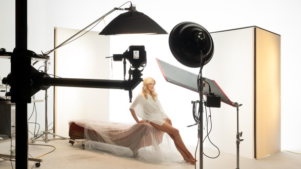 Portable v-flats from Standard v-flats are studio dwellers. V-Flat World are easy to carry and set up.