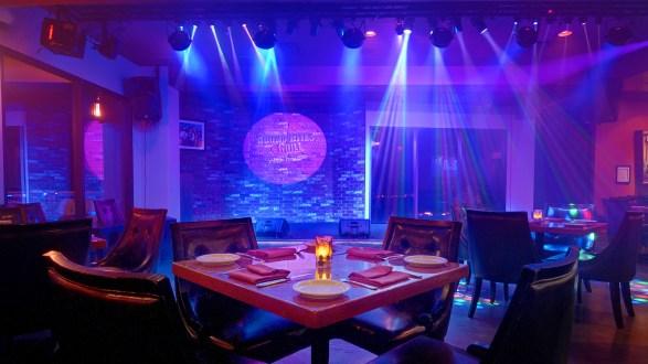 © bob coates photography dining room stage photo