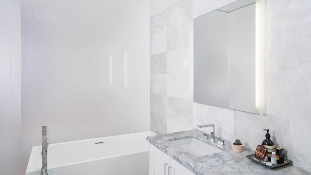 Interior photography: Lighting an impossible bathroom