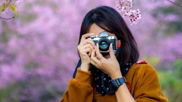 Celebrate spring with huge savings on cameras, lenses and more!
