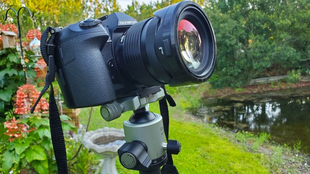 Fotopro T-Roc MAX Tripod features solid, lightweight construction