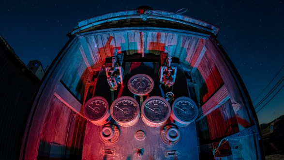 7328_kenlee_motor-transport-museum_201125_0010_3mf8iso250_fisheye_red-blue-dials HEADER PHOTOFOCUS 2560X1440PX