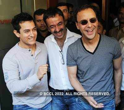 3 Idiots - Aamir Khan, Rajkumar Hirani and Vidhu Vinod Chopra star, director and producer of film 'Three Idiots' at Metro theatre on October 30, 2009. (BCCL/Deepak Turbhekar) 31 Oct, 2009