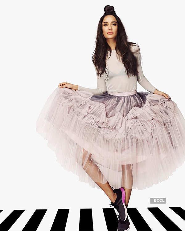 Gorgeous actress Lisa Haydon