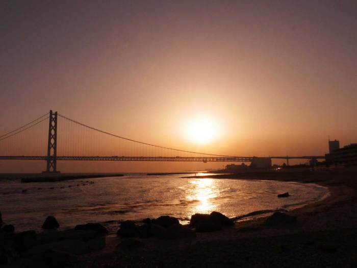 Akashi-Kaikyō-Bridge-at-Sunset-up