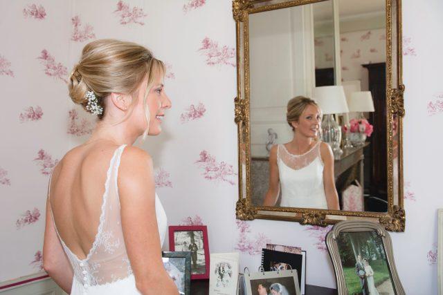 Claire dans la chambre nuptiale