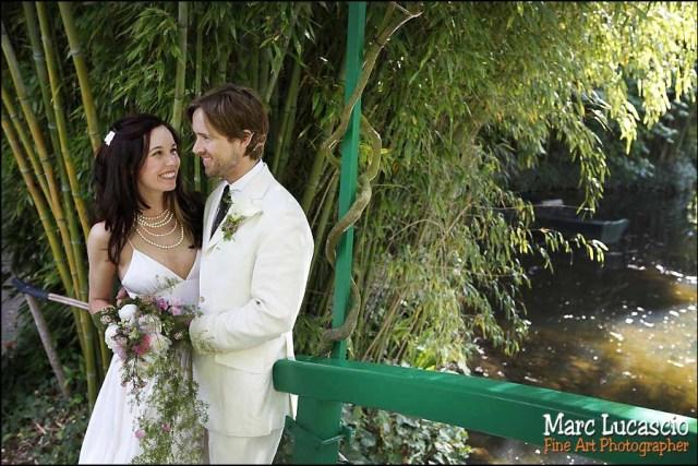 Portrait des mariées sur le Pont Japonais à Giverny