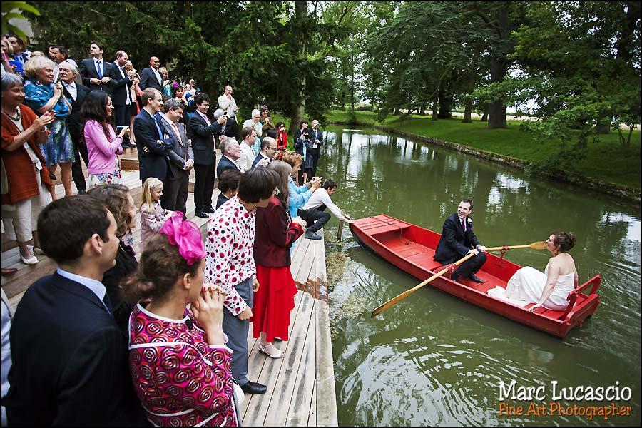 les mariés juif arrivent en barque