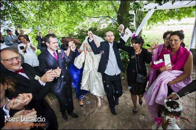 Danse mariage juif pendant la cérémonie religieuse