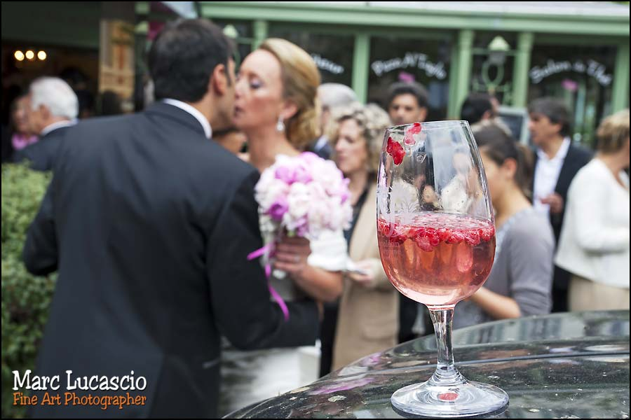 les mariés juif pendant le cocktail