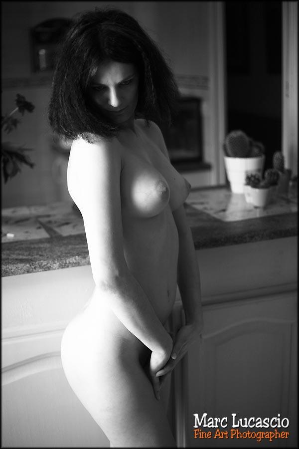 photo de nu artistique en noir et blanc