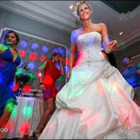 La mariée sur la piste de danse