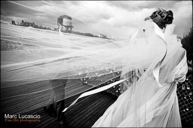 photo mariage le pont des arts à Paris