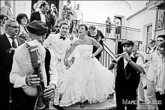 Mariés et musiciens locaux italiens