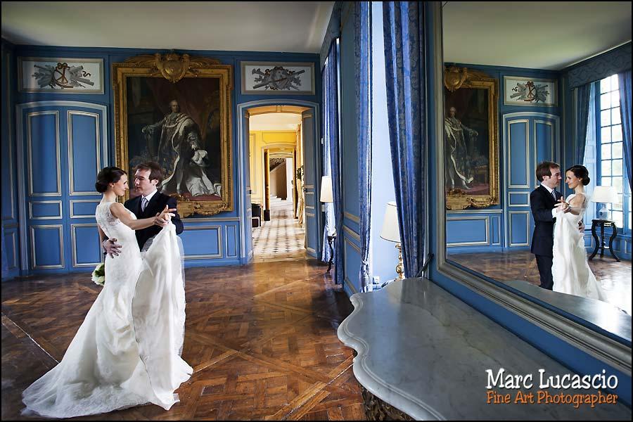 couple photo mariage château de Neuville