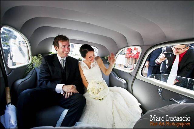 photos mariés voiture château de Neuville