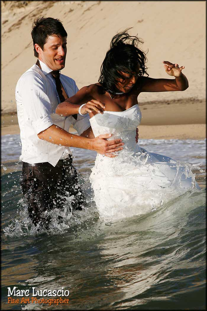 trash the dress photo mariage dans l'eau