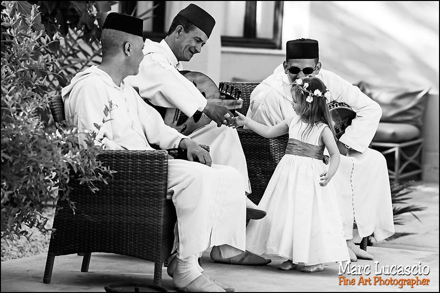 enfant du mariage et musiciens à Marrakech