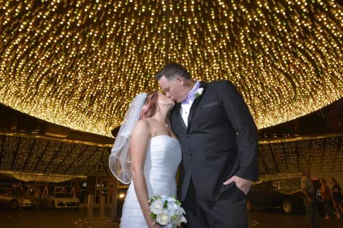 Photographers of Las Vegas - Vegas Strip Tour Photography - couple kiss in front of Plaza lights