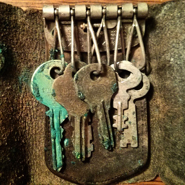 a blurry photo of some rusty old keys
