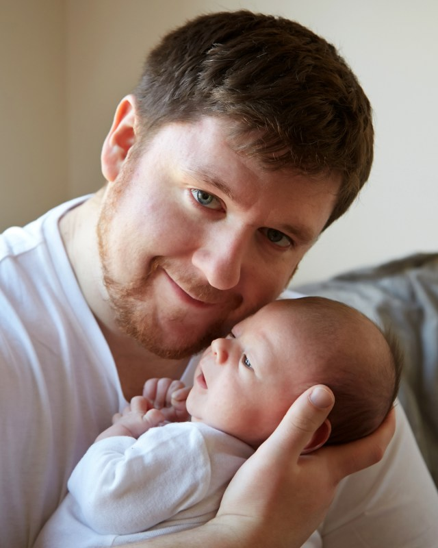 daddy and newborn photo