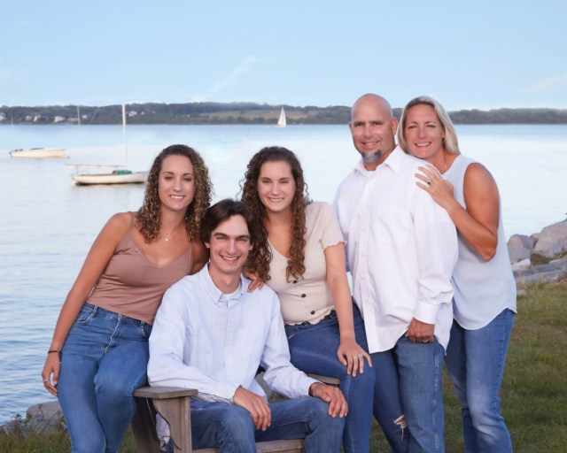 family portrait photography at the ocean