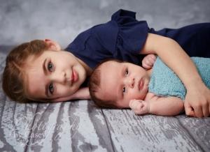 sister and newborn photo