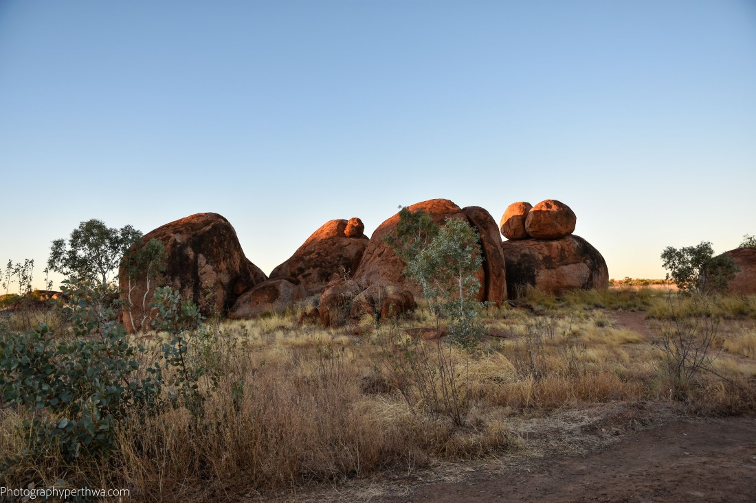 Devils Marbles - last rays (1 of 1)