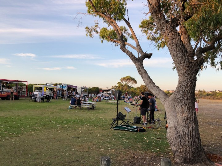 Food trucks and musicians - 1