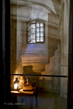 "This would be an example of one of the most comfortable cells available in the Conciergerie. Since prisoners usually only spent a short time leading up to their trial here, upon which they were immediately executed, the warden could ""rent out"" these cells over and over again."