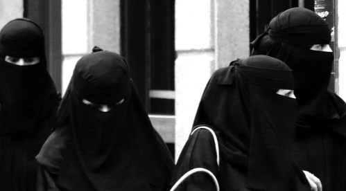 11 niqab shopping