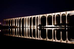 Fabrizio Crippa, Inaugurazione della nuova illuminazione permanente del palazzo, sede Mondadori, progettato da Oscar Niemeyer 01