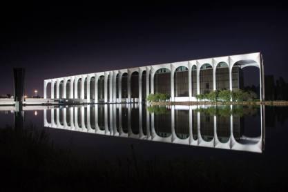 Fabrizio Crippa, Inaugurazione della nuova illuminazione permanente del palazzo, sede Mondadori, progettato da Oscar Niemeyer 03