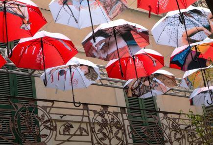 Fabio Natta 015, Sotto l'ombrello (Brera)