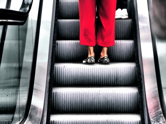 Stefania Oppedisano 017 Ferma sulle scale mobili
