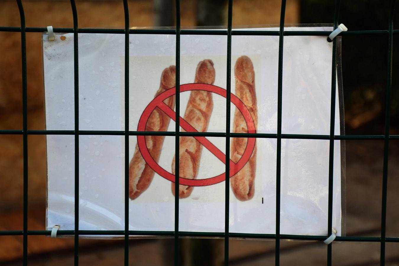 Pourquoi les baguettes sont-elles interdites ici?