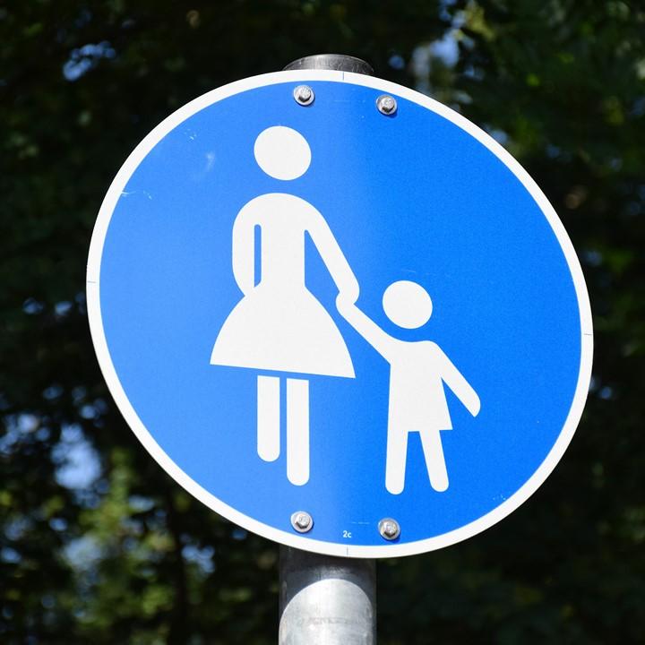 Chemin pour maman et enfant. Les papas n'ont qu'à aller ailleurs 😊