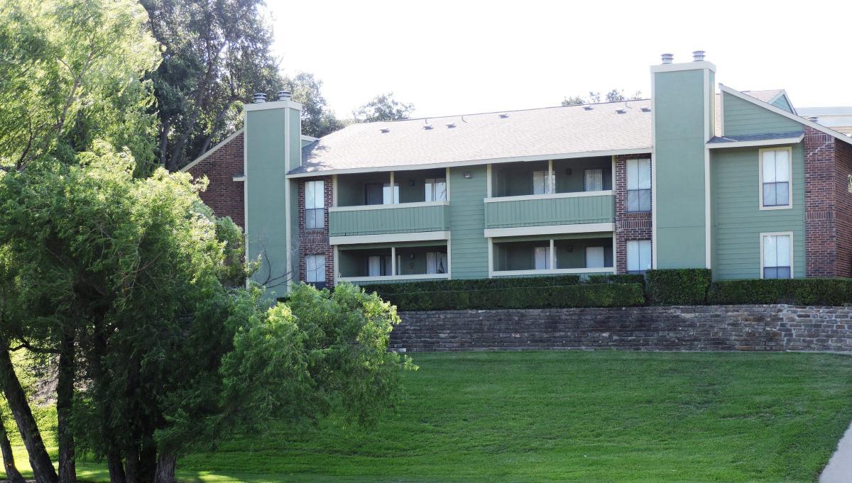 Windridge Apartments At 2301 E Avenue H, Grand Prairie, TX